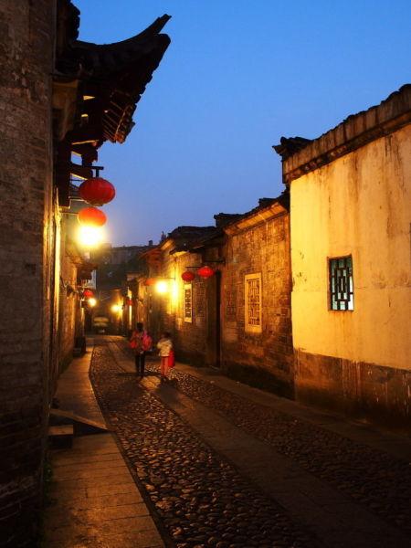 赣州古巷灶儿巷街区内的古建筑
