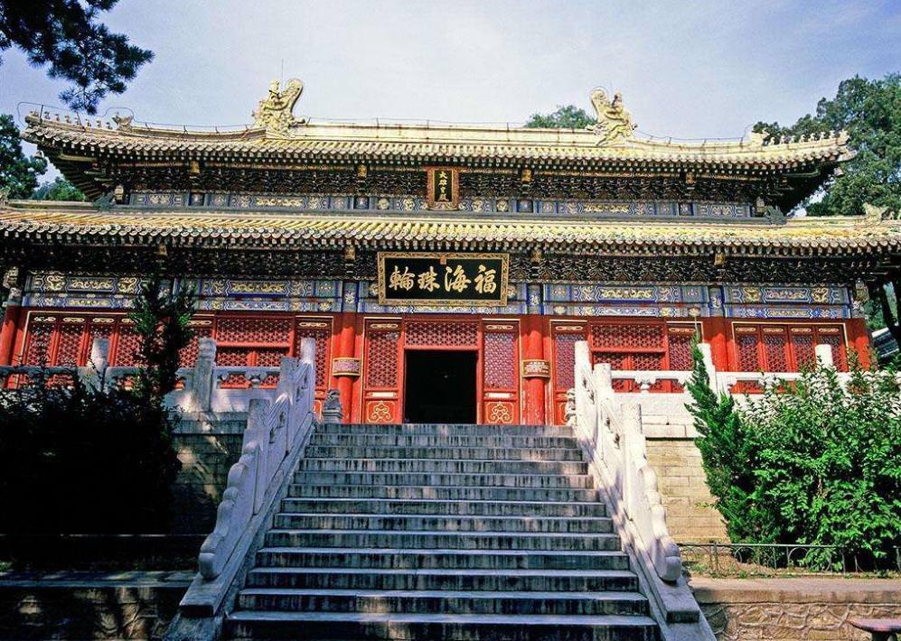 寺庙建筑欣赏-北京潭柘寺大雄宝殿